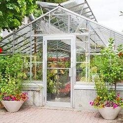 fabriquer une serre de jardin porte et fentres pour serre de jardin serre de jardin serre. Black Bedroom Furniture Sets. Home Design Ideas